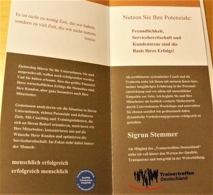 Vierseitiger Flyer zur Information über ein Angebot zu Coaching und Training - 2 Innenseiten